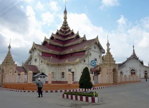 Kengtung-Temples-Wat Maha Myat Muni (11)