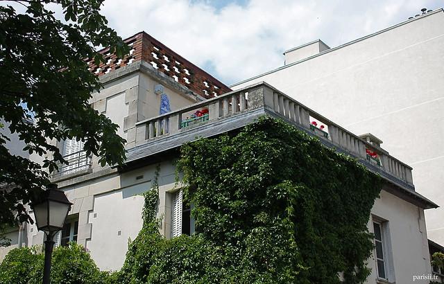 Certaines maisons sont fabuleuses, à Montmartre