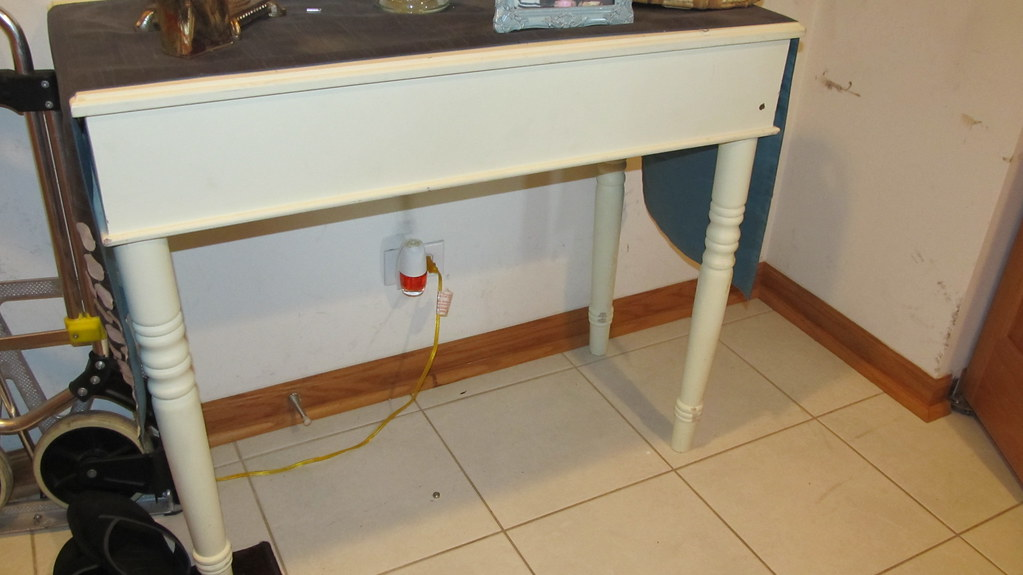 White wooden console/desk