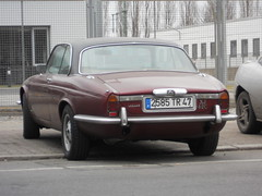 Jaguar XJ6 4.2 Coupe - Series II (Transaxle (alias Toprope)) Tags: auto berlin classic cars beauty car vintage nikon classiccar vintagecar power vinyl historic antiguos antigua coche soul 1975 mk2 oldtimer jag 1978 bella jaguar autos 1977 viejo macchina coupe 42 classiccars l6 1976 coches autodepoca sportscar vintagecars toprope sixcylinder epoca xj internalcombustionengine r6 meilenwerk xj6 series2 historiccar vinylroof sportcars cochesantiguos straightsix i6 autostoriche jaguarxjc cocheviejo jaguarxj cocheantiguo historiccars 42litre xjc inlinesix 6car bellamacchina xjcoupe cochedeepoca jaguarxjcoupe annciennes