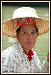 Mujer con sombrero - Tailandia (Gabriel Bermejo Muoz) Tags: portrait woman vegetables hat lady river thailand boat canal mujer asia colours traffic market native expression retrato bangkok floating tailandia tourist bateaux canals mercado canoes expressive sombrero barcas march shoppers floatingmarket indigenous damnoensaduak ratchaburi thaipeople indigena saduak expresion nativo mercadoflotante damnoen expresivo marchflottant gabrielbermejomuoz