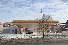A gas station (ekvator13) Tags: winter ski shell gasstation akershus canoneos7d