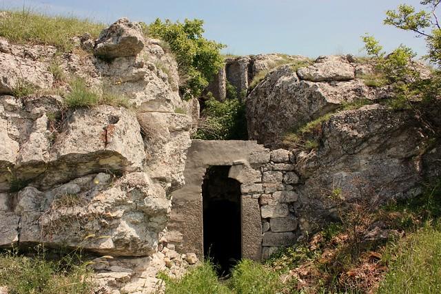 Скална църква при село Михалич
