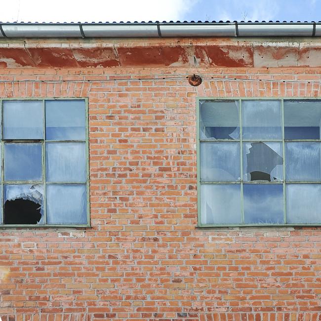 trasiga fönster