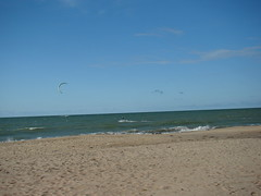 Kite Surf (Helder Fontenele) Tags: praia foto igreja igrejinha fotografia kitesurf esporte clube pipa passeio coqueiro fotogrfico capela natico itaqui
