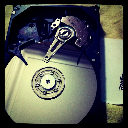 Dismanting Seagate HDD