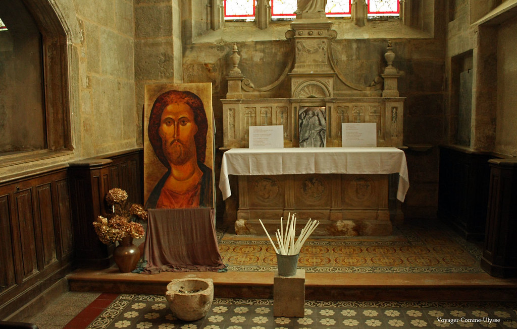 Une image du Christ se trouve dans cette chapelle