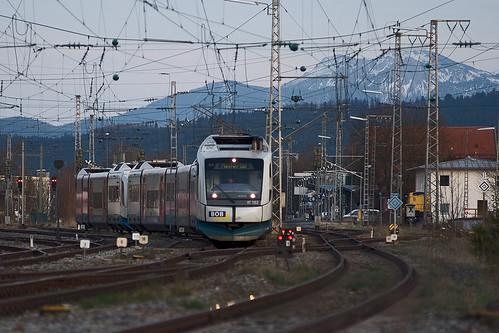 Am Abend hingegen ist VT102 als Verstärker nach München unterwegs, nachdem die Zugteile in Holzkirchen gekuppelt wurden