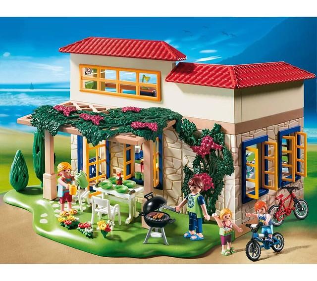 4857 Summer House scene
