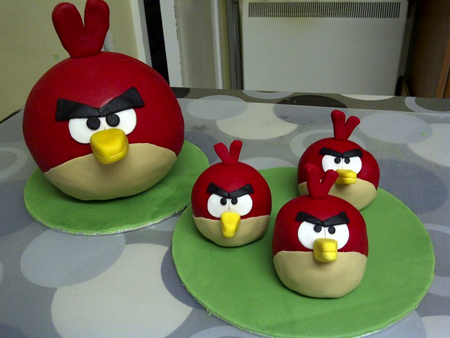 Angry Bird Cake  -  1 big 1 + 3 mini ones @roviomobile
