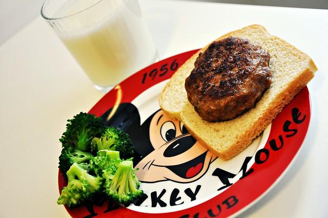 Hamburger-Brokoli-Ayran