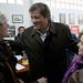 El candidato socialista pregunta al PP si privatizaría servicios como el de la ITV