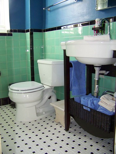 Sink and toilet 4
