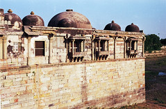 ahmedabad - sarkhej roza 07 - exterior of queens' mausoleum (Doctor Casino) Tags: architecture tomb royal queen queens architect mausoleum tombs mausolea 14451584 muzaffariddynasty