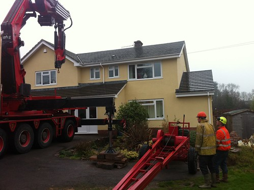 Lorry mounted crane prepares to life Dando rig