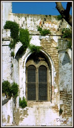 Detalle de la ventana del Hospital de San Lázaro
