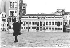 [Riflettere] (Bluetumbler) Tags: city venice italy man nikon uomo venezia nikonfm2 fm2 citt lonelyness solitudine riflettere camminale