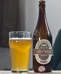 Review: Beau's All Natural Lug Tread Lagered Ale (Cody La Bière) Tags: ontario canada ottawa ale brewery lager beaus lugtread beausbrewery lageredale lugtreadlager lugtreadlageredale beausallnaturalbeer
