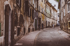 Street in Ljubljana (Zimeoni) Tags: street streetphotography ljubljana decadence romantic