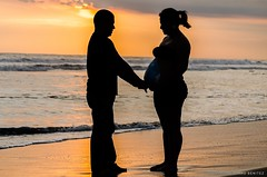 MOM TO BE (BERY PHOTOGRAPHY (EDWARD BENITEZ)) Tags: momtobe mom dad sun beach wave elpimental silueta warm playa nikon lucas