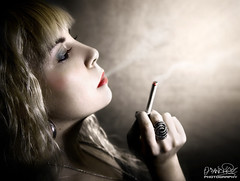 Smoking girl (Oscar.vng) Tags: girl photoshop canon photography eos photo flickr foto chica smoke cigar smoking explore adobe fotografia retouch humo cigarro retoque flickrscout 400d tamron175028 oscarvng jesimubi