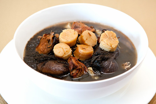 Fat choy, dried oyster, dried scallop, dried shitake mushroom soup (髮菜牡蠣干貝东菇湯)