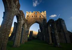 Llanthony Priory (flash of light) Tags: wales vale priory bal mawr monmouthshire llanthony ewyas