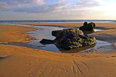 On the rocks 01 (CarlaFrancisco) Tags: ocean winter sea praia beach portugal water gua canon photography eos mar photo sand rocks flickr foto areia photograph oeiras areal fotografia dslr inverno cf oceano northernhemisphere rochas efs1785mm efs1785 canonefs1785mmf456isusm praiadatorre 40d canoneos40d digitalsinglelensreflex takeninjanuary carlafrancisco hemisfrionorte takenin2011 copyright2011carlafranciscoallrightsreserved