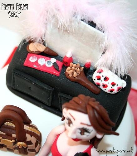 Makyaj masası- doğum günü pastası