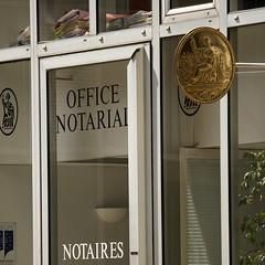 notaires (Steph Blin) Tags: square golden office bureau carré notary clermontferrand doré républiquefrançaise dossiers escrow notaire carréfrançais