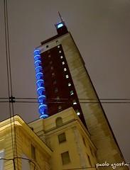 il grattacielo (paolo agostini) Tags: torino grattacielo turin pioggia ixus400 notturni torrelittoria