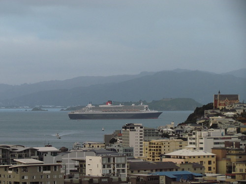 Queen Mary 2 leaving Wellington, 26 February 2011