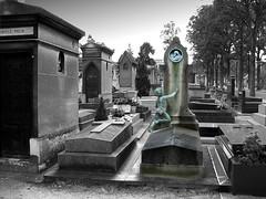Cementerio Montparnasse (Kaosjsi) Tags: travel bw white black paris france blancoynegro europa europe cementerio viajes montparnasse kaosjsi