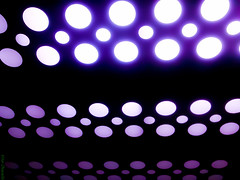 Bolas Roxas (Vitor Chiarello) Tags: abstract mobile lights phone purple 5 balls bolas mackenzie motorola luzes abstrato roxo zn5 clelular motozine
