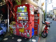 Vending machine (realdauerbrenner) Tags: city travel japan tokyo spring reisen drink machine tourist stadt harajuku huge nippon metropolis vending nihon reise frhling metropole getrnke riesig