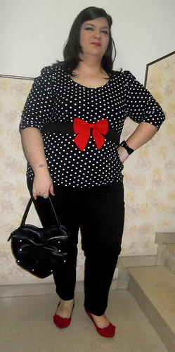 Pois and red outfit