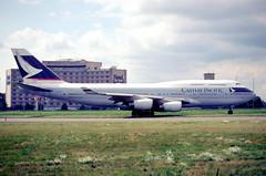 144fn - Cathay Pacific Boeing 747-467; B-HOZ@CDG;10.08.2001 (Aero Icarus) Tags: plane airport aircraft flughafen flugzeug avion cdg slidescan cathaypacific boeing747400 bhoz parischarlesdegaulle