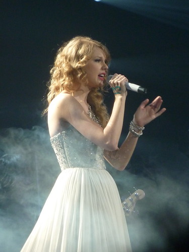 Taylor Swift 24 - Live in Paris - 2011