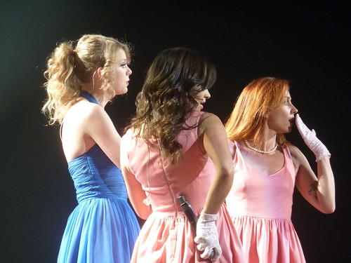 Taylor Swift 12 - Live in Paris - 2011