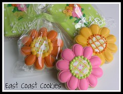 Flower cookies (East Coast Cookies) Tags: flowers cookies decoratedcookies flowercookies polkadotcookies greetingcardcookie