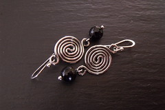 Sterling Swirl Black Onyx Earrings (weirdlywired) Tags: metal silver spiral beads wire handmade jewelry faceted handcrafted swirl sterling earrings onyx gemstone wirejewelry blackonyx sterlingsilverhandcrafted wireearrings weirdlywiredjewelry angiesimonsen 2011designs