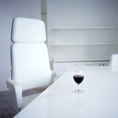 Projects - Dpart (nik) Tags: white glass chair wine desk bureau empty hasselblad portra400nc vin projects blanc projets chaise verre vide autaut virela2 gardela10