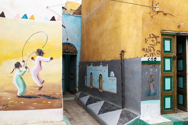 エジプト旅行 アスワン ヌビア村 民家の壁にいろんな絵が