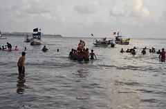 Ganapati Visarjan (Mayur Kakade) Tags: ganapati visarjan immersion ganesh hinduism hindu religion ritual mumbai maharashtra india indians pilgrims idol sea girgaon chowpatty chaupati girgaum