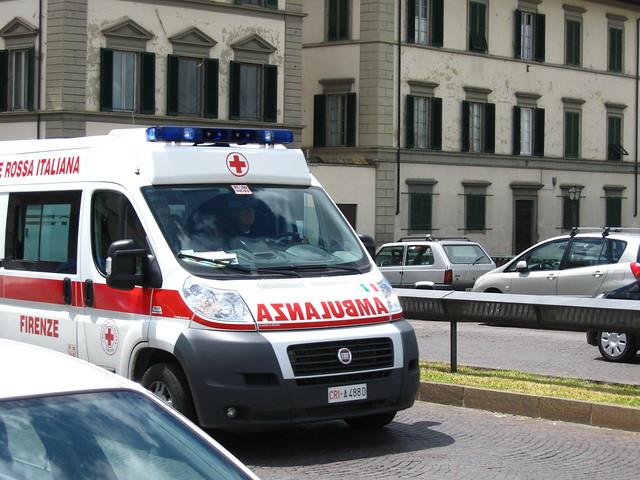 フィレンツェの救急車のフリー写真素材