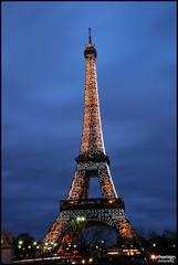 La Tour Eiffel by Night (JDutheil-Photography) Tags: light 3 paris tower love night photoshop pose de ed la nikon exposure tour cs2 lumière eiffel if nikkor grip dame circulation nuit 1870mm afs fer f3545g hoya dx cir pl filtre trocadéro d60 photofiltre longue polarisant trépied illuminé tl06 phottix jojothepotato