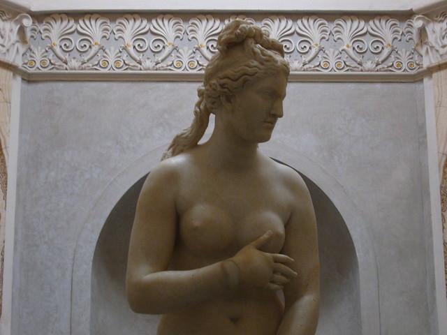 ローマの女神像のフリー写真素材