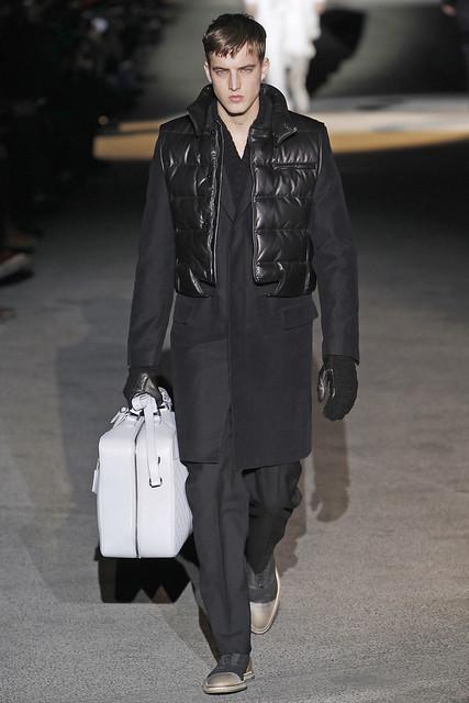 James Smith3272_FW11_Paris_Louis Vuitton(VOGUEcom)