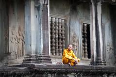 Angkor Wat III (d90fz8) Tags: travel orange temple nikon asia asien cambodia kambodscha southeastasia sdostasien monk angkorwat carving unesco relief angkor apsara worldheritage tempel weltkulturerbe mnch welterbe d90 devata