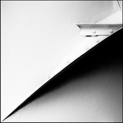 Ombre d'une pice de mtal - 2 rue Marchal Dode - Grenoble - 2010 (Castor Delaxe) Tags: city light blackandwhite bw white abstract black france geometric stain monochrome lines wall grenoble canon square blackwhite noir noiretblanc geometry interior curves minimal diagonal minimalism mur blanc gomtrie minimalist mtal lignes intrieur 2010 carr noirblanc urbain diagonale abstrait courbe urbangeometry courbes eos450d abstractminimalist canoneos450d minimalabstract linecurves castordelaxe